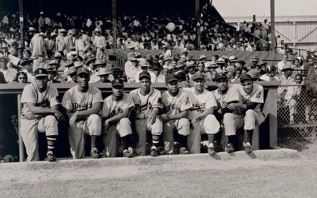 Sau rào cản màu sắc của Jackie Robinson Bent Baseball, hai người hành trình đã phá vỡ nó vì điều tốt đẹp