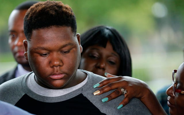 18-letni syn Altona Sterlinga oskarżony o zgwałcenie ośmioletniego chłopca: raport
