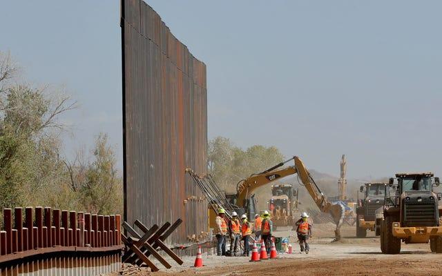 トランプの国境の壁は南西部の野生生物にとって「最大の脅威」であり、政府の電子メールが明らかに