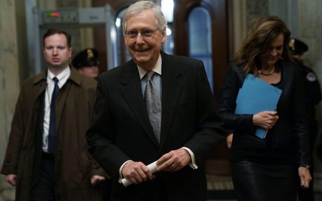 ミッチ「タートルフェイス」マコーネルは政府を再開することができた法案をブロックします