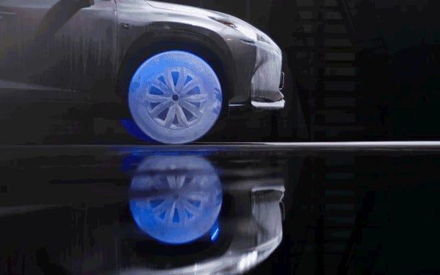 氷で作られたタイヤは、市場後のレクサスのアップグレードとしては最も実用的ではありません