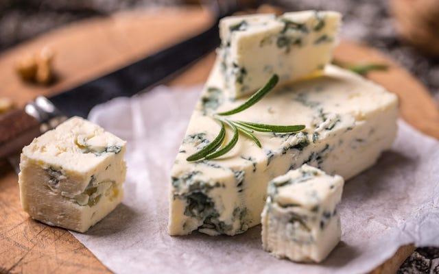 Mavi peynirin bozulup bozulmadığını nasıl anlarsın?