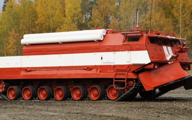 Truk Pemadam Kebakaran Lapis Baja Rusia Ini Sepertinya Bisa Membunuh Anda