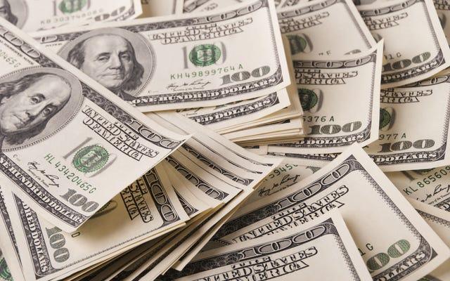 ベントレーで大騒ぎするためにほぼ100万ドルを盗んだとして起訴されたシカゴ牧師