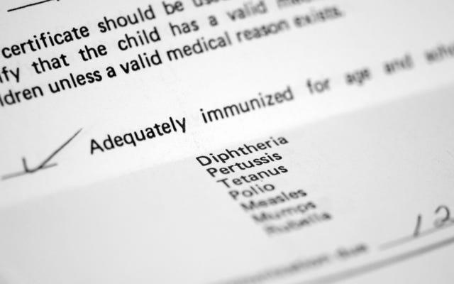 はい、危険なほど低い予防接種率がはしかの発生を助長しています
