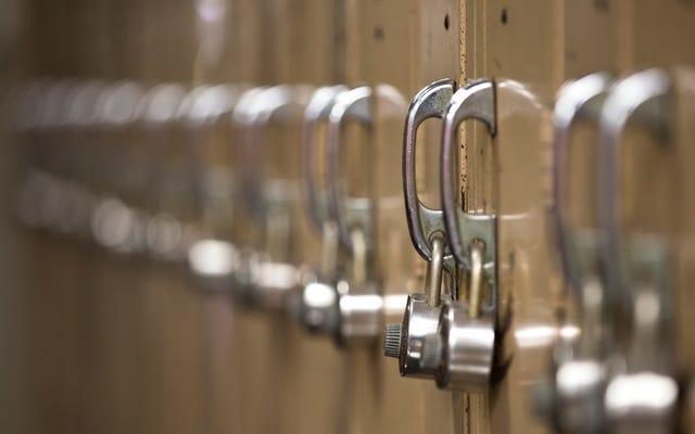 正しい代名詞の使用を拒否した教師が学区を訴える