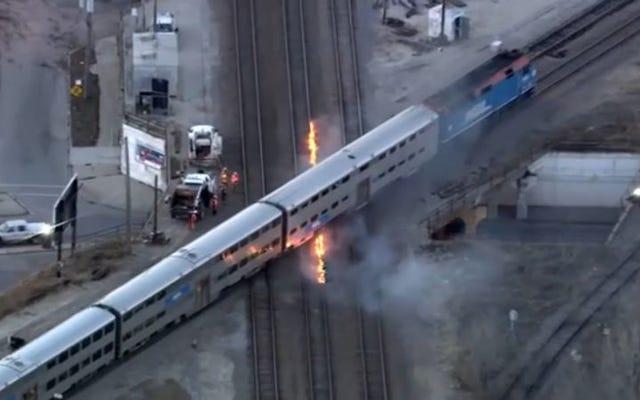 シカゴはとても寒いので、走り続けるために線路に火をつけなければなりません