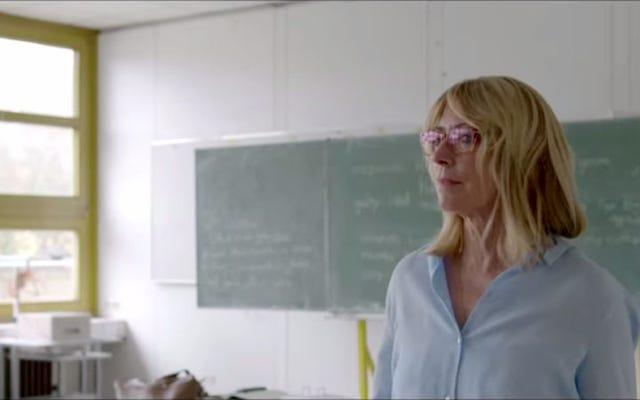 キム・ゴードンがドイツのホラー映画で学校の先生を演じる