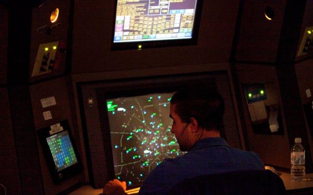 空の旅組合は、トランプのシャットダウンから「リスクのレベルを計算することさえできない」と警告している