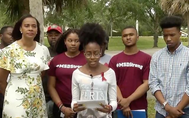 Czarni studenci z Stoneman Douglas High chcą rozwiązań w zakresie przemocy z użyciem broni, aby rozwiązać problem przemocy policji