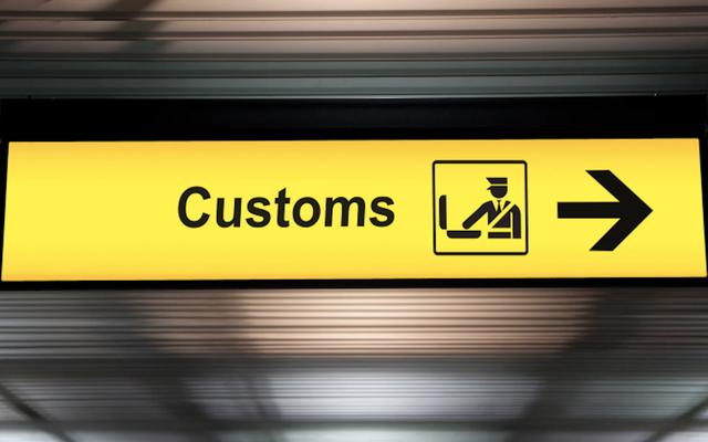 Les voyageurs des compagnies aériennes de New York sont punis parce que Trump est fou des villes sanctuaires