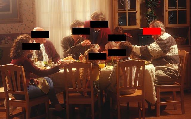 थैंक्सगिविंग पर एक जातिवादी चाचा के साथ भोजन करने के लिए मजबूर? इस हॉलिडे हॉटलाइन को टेक्स्ट करें