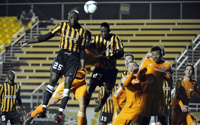 L'équipe de football de la ligue mineure a une opération médiatique de la ligue mineure