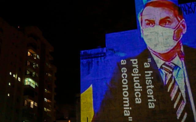 Le Brésilien Bolsonaro blâme la presse pour `` l'hystérie '' de Covid-19, se vantant qu'il est trop en forme pour tomber malade dans son discours