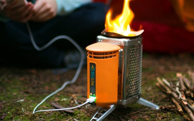 Dieser $ 78 Holzofen lädt Ihr Telefon mit Feuer auf. Ja wirklich.