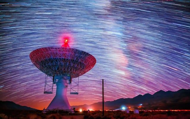 ラジオ天文台のこのタイムラプスビデオは息をのむようなものです
