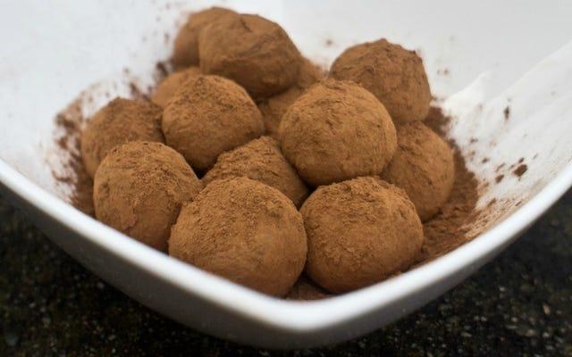 たった2つの材料で完璧なチョコレートトリュフを作る
