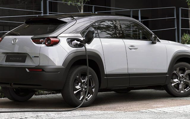 Mazda อ้างว่ารถยนต์ไฟฟ้าระยะยาวนั้นเลวร้ายต่อโลกมากกว่าเครื่องยนต์ดีเซล