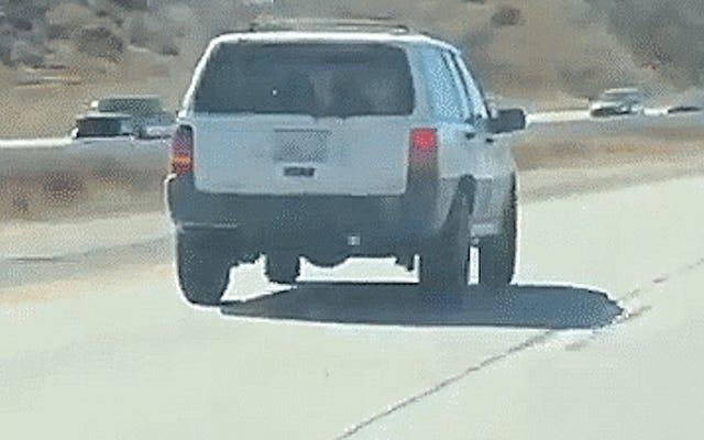 'Cú chao đảo tử thần' của chiếc xe Jeep này kinh khủng đến mức sẽ ám ảnh giấc mơ của bạn