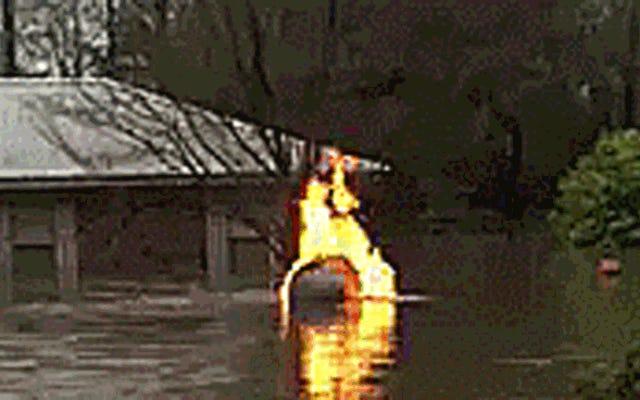Ce feu flottant au propane est le désespoir incarné