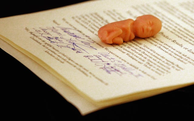 Juez de Alabama desestima el caso que otorga 'estatus de persona' a un feto