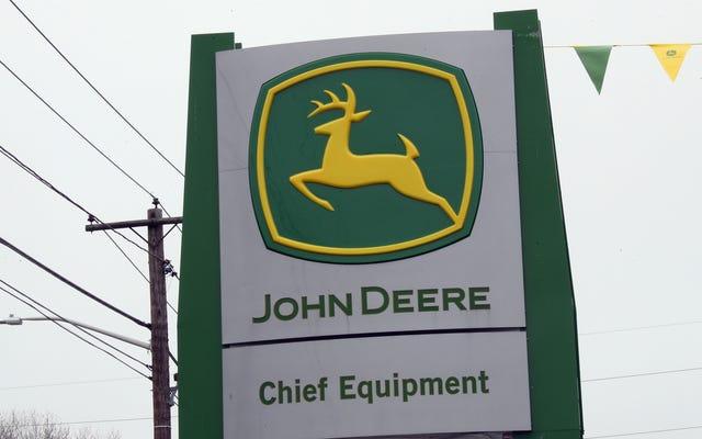 John Deere Berbohong Selama Bertahun-Tahun Tentang Membuat Traktornya Lebih Mudah Untuk Diservis