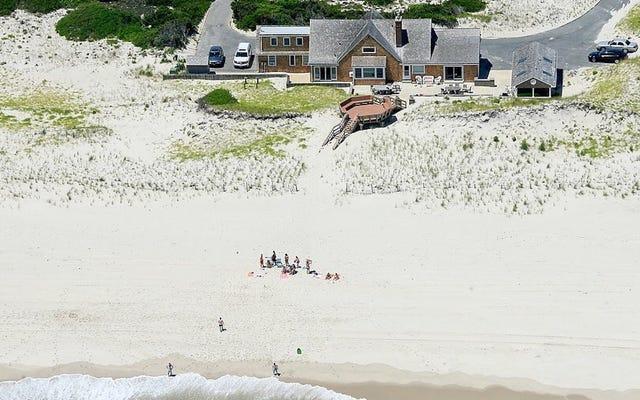 クリス・クリスティは、州のビーチを閉鎖する政府の閉鎖を命じた後、ビーチを楽しんだ