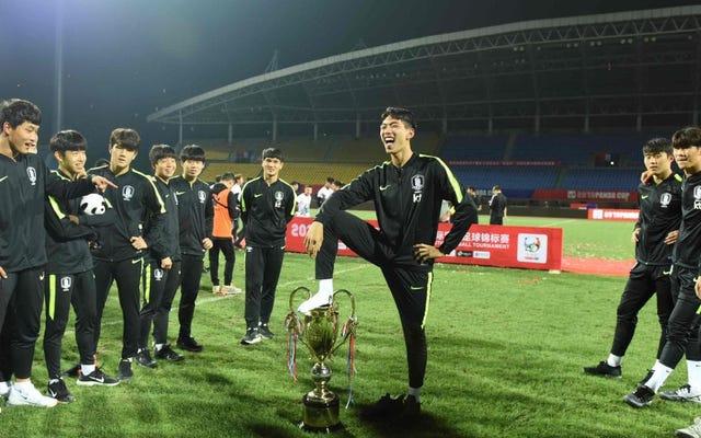 韓国U18チームは、パンダカップのトロフィーで排尿するふりをして、中国のファンを激怒させたことを謝罪します