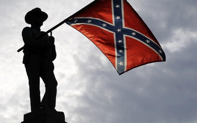 Confederate Dunce: le législateur de l'Alabama qui a honoré le grand sorcier du KKK au lieu de John Lewis démissionne - en tant que pasteur
