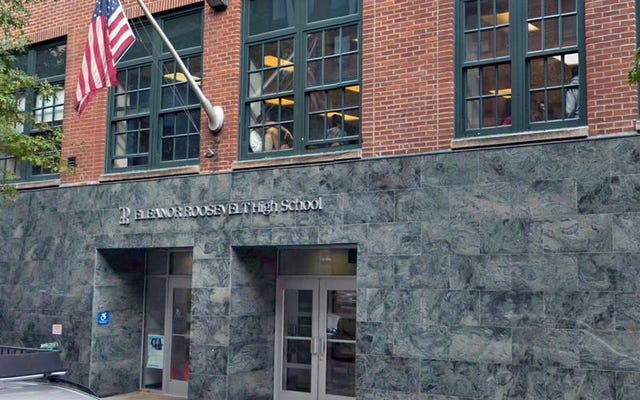 Elite Manhattan High School se deshace después de que los estudiantes usaran tampones para desatar un ataque racista solo contra estudiantes negros de noveno grado
