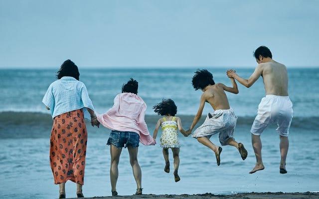 今年のカンヌの大勝者であるShopliftersは、私たちが選んだ家族に影響を与える頌歌です。