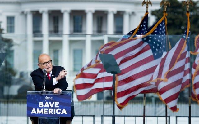 L'Ordine degli avvocati di New York ritiene di revocare l'appartenenza a Rudy Giuliani per retorica di frode violenta e falsa degli elettori