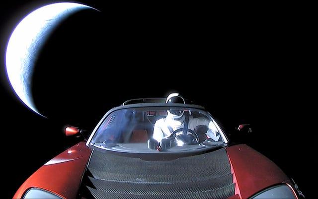 NASAはマスクのテスラロードスターを天体として公式にリストしました