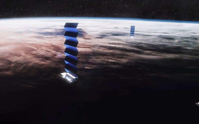 SpaceX yêu cầu quyền phóng 30.000 vệ tinh khác (và 42.000 vệ tinh đang chờ đi vào quỹ đạo)