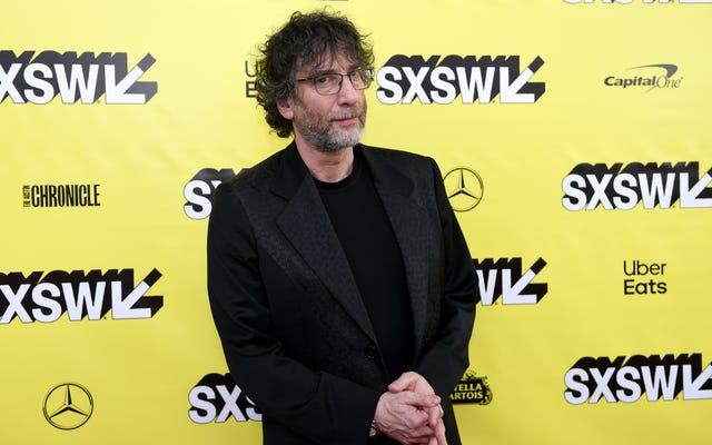Com'è trasformare i buoni presagi in uno spettacolo televisivo, secondo Neil Gaiman, un ragazzo che lo saprebbe