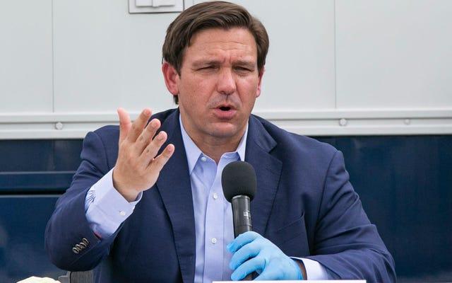 フロリダ州知事のロン・デサンティスは馬鹿げたAFであり、コロナウイルスは25歳未満の誰も殺していないと主張している