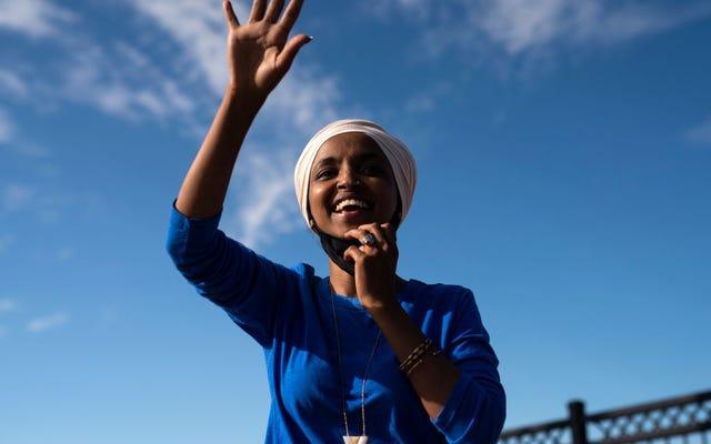 イルハン・オマル議員がミネソタ州の民主党予備選挙で何かを盗んだように、資金の豊富な挑戦者を打ち負かす
