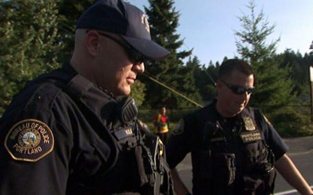 A&EはライブPDで警察と一緒に実際のライドを行っています