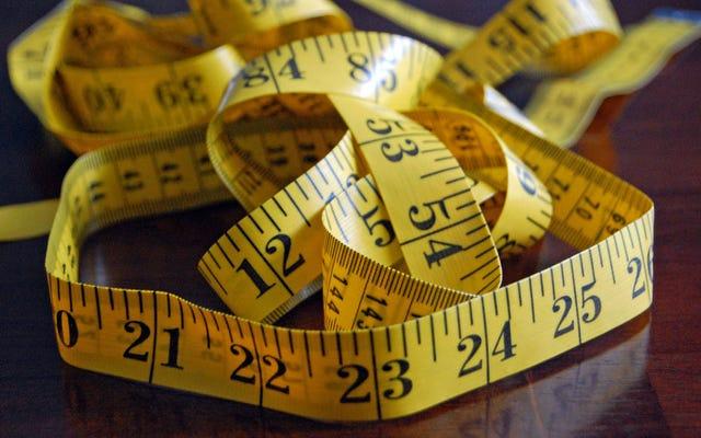 วิธีที่ถูกต้องในการวัดขนาดรอบเอวและตรวจสุขภาพของคุณ