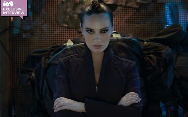 サイエンスフィクションで強力な女性を演じるエクスパンスのキャラジーとショーレアグダシュルー