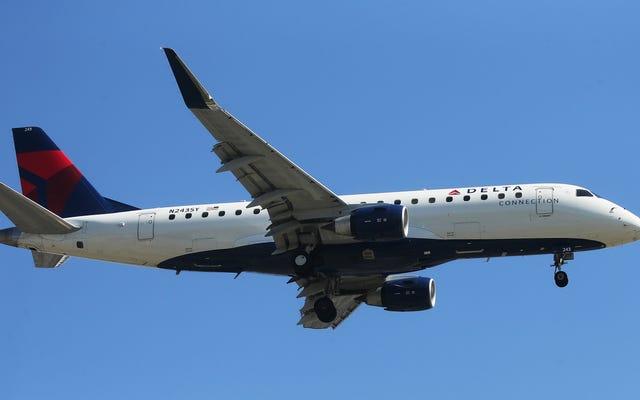 Los asistentes de vuelo de Delta dicen que los nuevos uniformes causan erupciones que parecen 'quemaduras químicas'