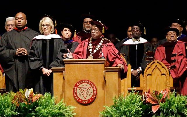 Le président de Bethune-Cookman menace de suspendre les diplômes des étudiants au milieu de huées bruyantes pour Betsy DeVos