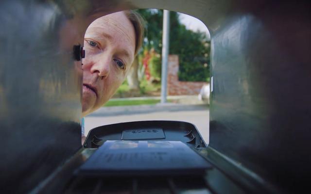 Un postino eccentrico affronta un cliente letteralmente dall'inferno in questo divertente cortometraggio