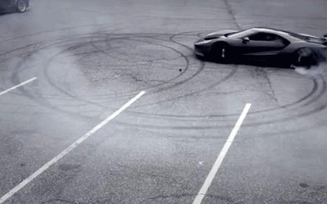 あなたのフォードGTのタイヤを破壊することは全国ドーナツの日を祝うための最良の方法です