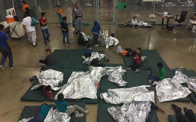 米国政府は、拘留中の移民の子供に歯磨き粉と石鹸を提供する必要はないと述べています