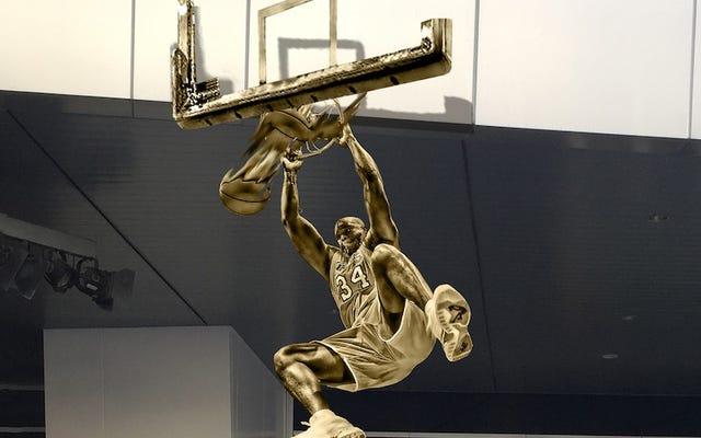 Lakers, Shaq'ı Oldukça Harika Bir Heykelle Onurlandırıyor