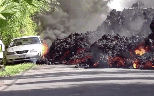 Beginilah cara Ford Mustang melahap lava dari gunung berapi Kilauea