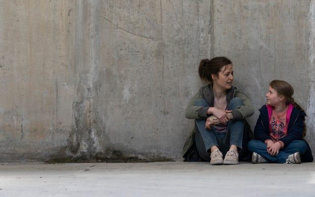 感動的なアイルランドの家族ドラマ彼女自身が平等な立場に苦難と希望を置きます