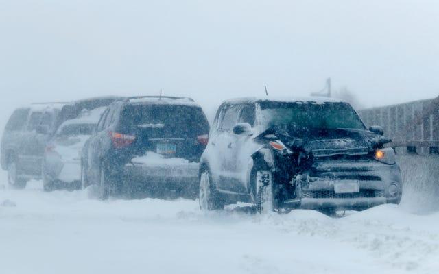 Le cyclone historique à la bombe frappe fort, avec de la neige, de la pluie et du vent extrêmes signalés dans le centre des États-Unis