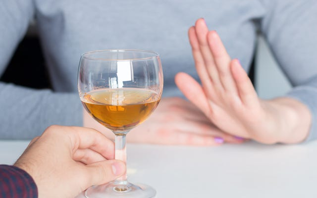 アルコールなしでデートする方法